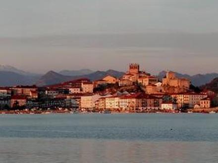 San Vicente de la Barquera Image
